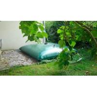 Citerne souple 3000 L Labaronne Citaf relié à une gouttière pour la récupération et le stockage d'eau de pluie